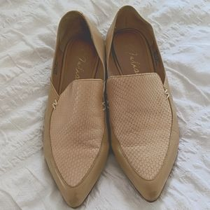 Matisse leather flats shoes. Worn a couple times.